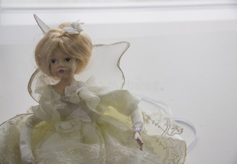 Doll in witte kleding royalty-vrije stock afbeeldingen