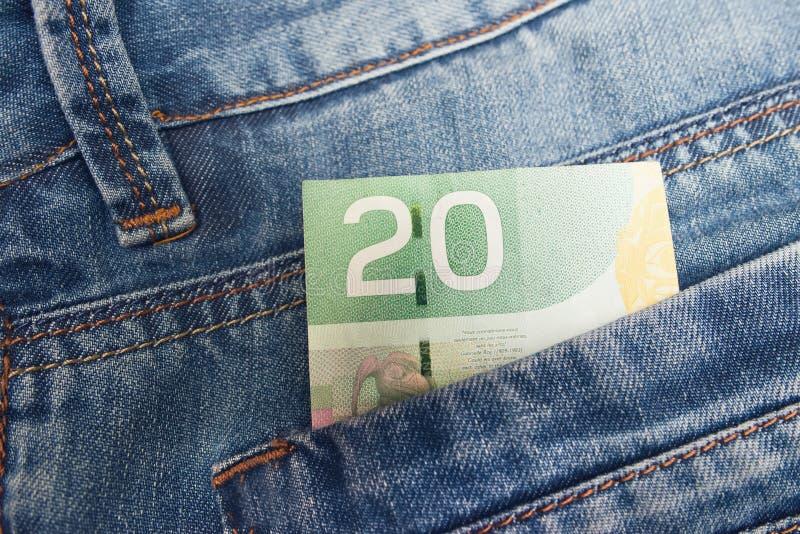 Dollar canadien dans jeans photos libres de droits
