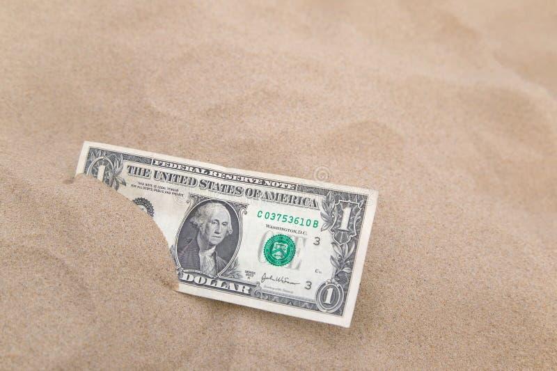 Dollar dans le sable horizontal. image libre de droits