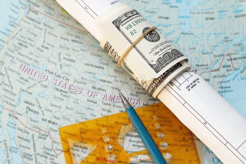 Dollar die in een tekening wordt gerold royalty-vrije stock afbeeldingen