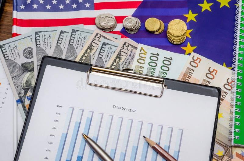 Dollar, Euro munt en vlag met muntstuk, blocnote royalty-vrije stock fotografie