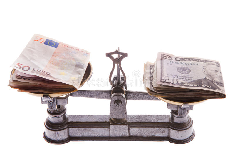 Dollar gegen Eurovergleich auf Skala lizenzfreies stockbild