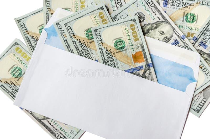 Dollar i ett vitt kuvert på vit royaltyfria bilder