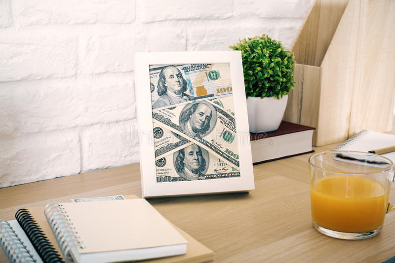 Dollar inre bildram arkivbilder