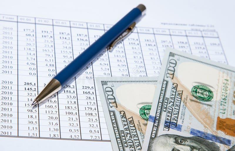 Dollar och blåttpenna på dokument arkivfoto