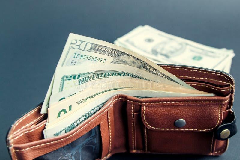 Dollar räkningar i plånbok på svart royaltyfri bild