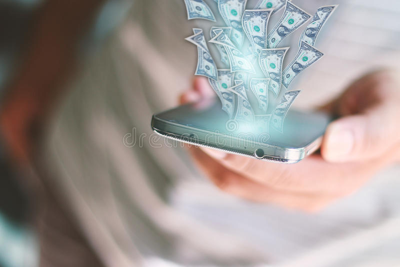 Dollar som flyger ut ur den smarta telefonen royaltyfri fotografi