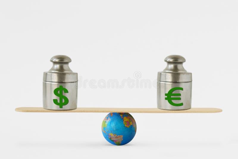 Dollar- und Eurosymbole auf Balancenskala - Konzept der Balance zwischen Dollar und Euro stockfotos