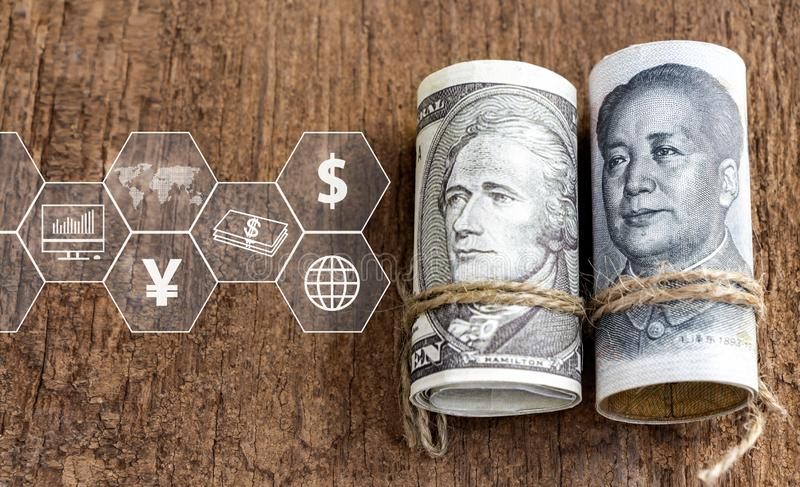 Dollar US contre le billet de banque de yuans de porcelaine avec l'icône virtuelle sur la table en bois Le concept de la guerre c illustration de vecteur