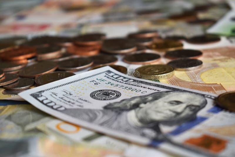 100 dollari americani nella prospettiva immagini stock