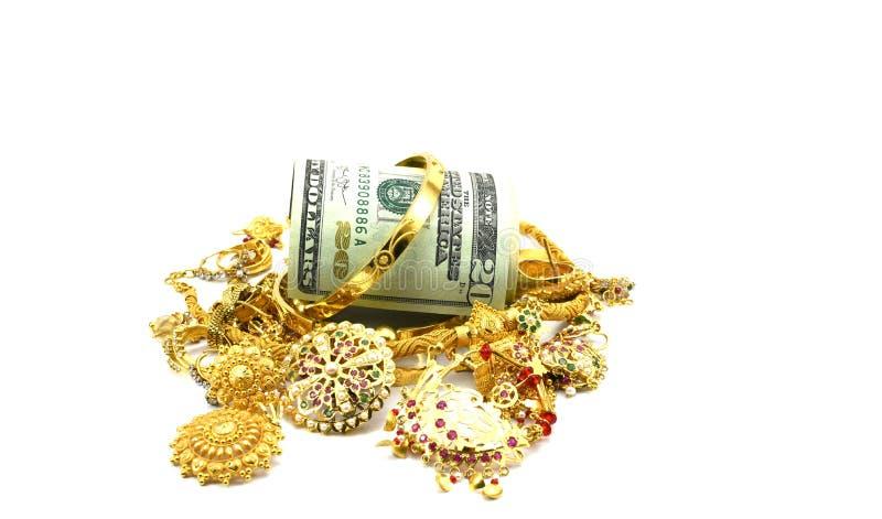 Dollari americani o gioielli dell'oro e dei soldi immagine stock libera da diritti