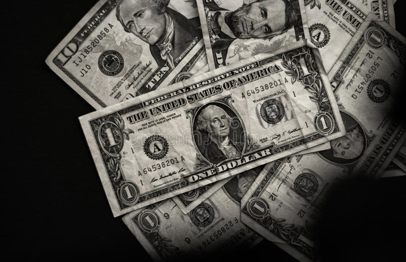 Dollari americani su background_black e su bianco neri fotografia stock