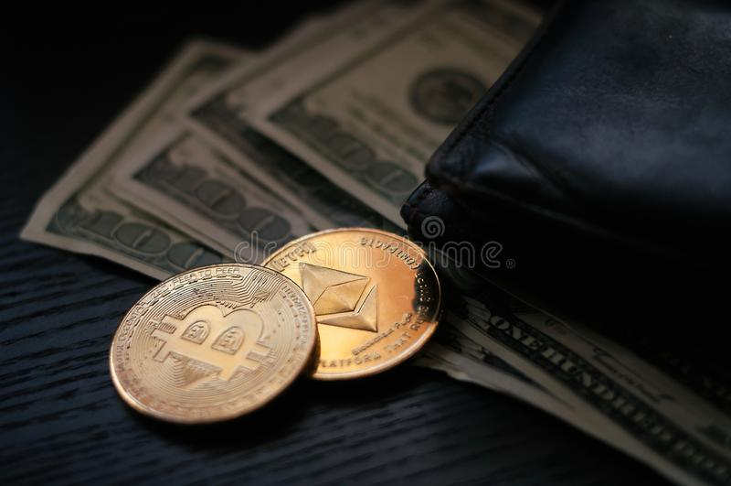 Dollari, bitcoin ed etere fotografia stock
