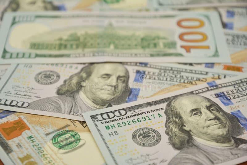 100 dollari di fattura e ritratto Benjamin Franklin sulla banconota dei fondi U.S.A. Guadagno dei soldi e saveing la foto di conc fotografie stock