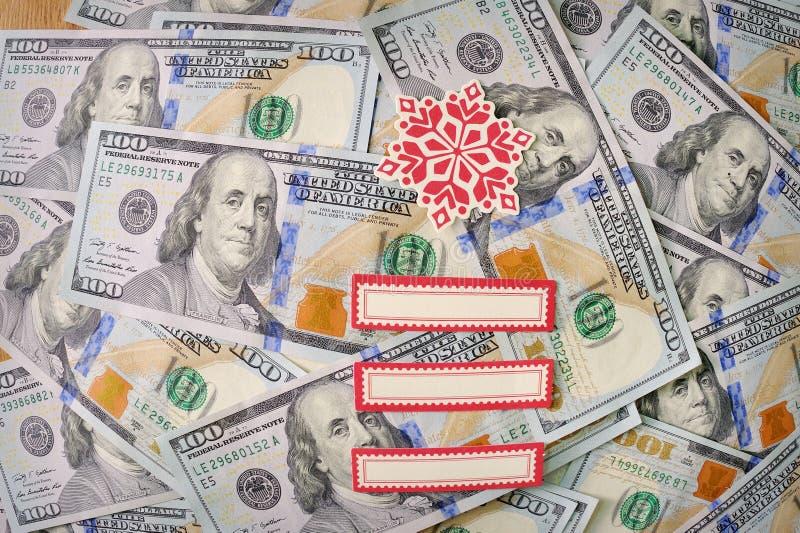Dollari di note con gli elementi di Natale fotografie stock