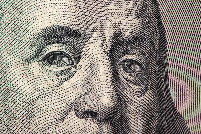 Dollari di primo piano Ritratto del ` s di Benjamin Franklin su cento banconote in dollari immagini stock