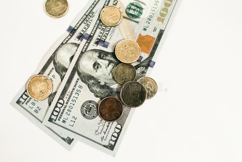 Dollari e centesimi isolati su fondo bianco fotografie stock
