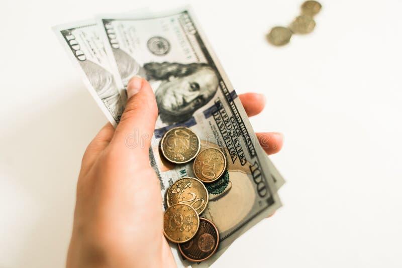 Dollari e centesimi su fondo bianco fotografia stock