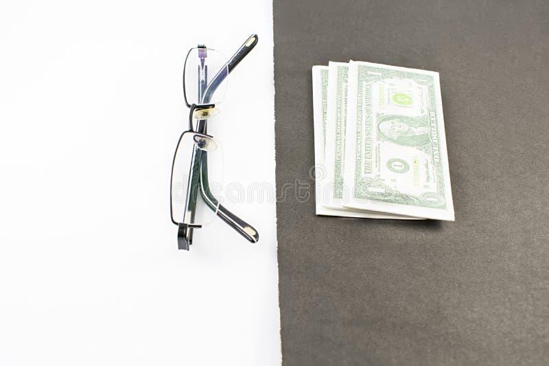 Dollari e vetri immagine stock libera da diritti