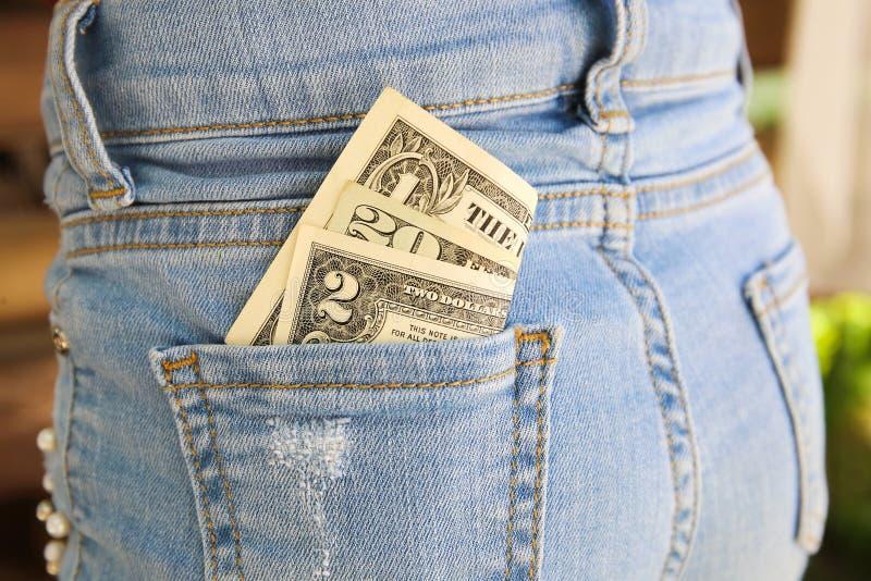 Dollari in tasca dei jeans immagini stock