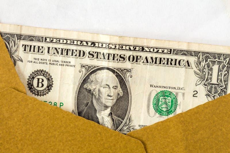 Dollaro americano in una busta marrone aperta immagine stock libera da diritti