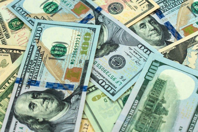 Dollarrekeningen van verschillende benamingen Achtergrond royalty-vrije stock afbeeldingen