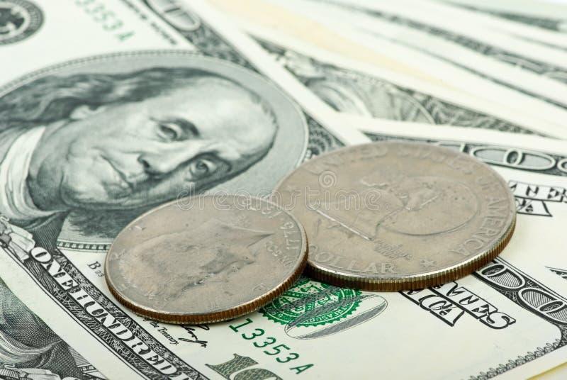 Dollars américains : factures et plan rapproché de pièces de monnaie photo libre de droits