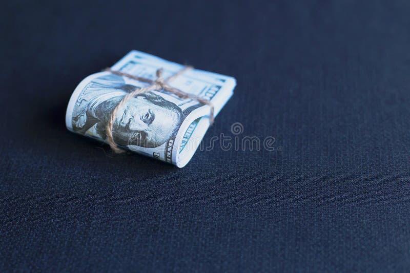 Dollars dans un paquet image stock