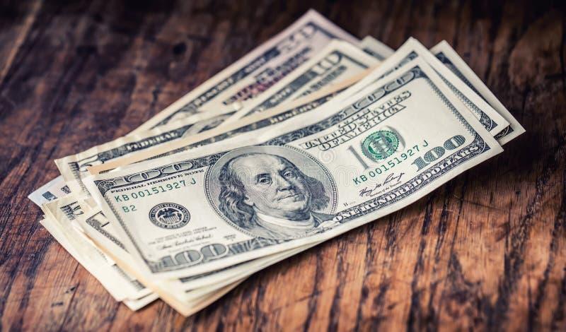 Dollars de plan rapproché de billets de banque Dollars d'Américain d'argent d'argent liquide Vue en gros plan de pile de dollars  image stock
