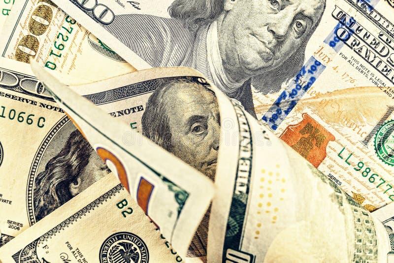 Dollars de V Achtergrond, 100 dollarsrekeningen, Geldconcept Pen, oogglazen en grafieken De Achtergrond van het geld het bankweze royalty-vrije stock foto's