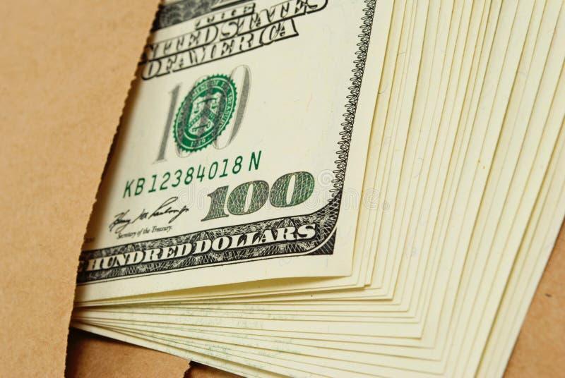 Dollars in een envelop. stock afbeelding