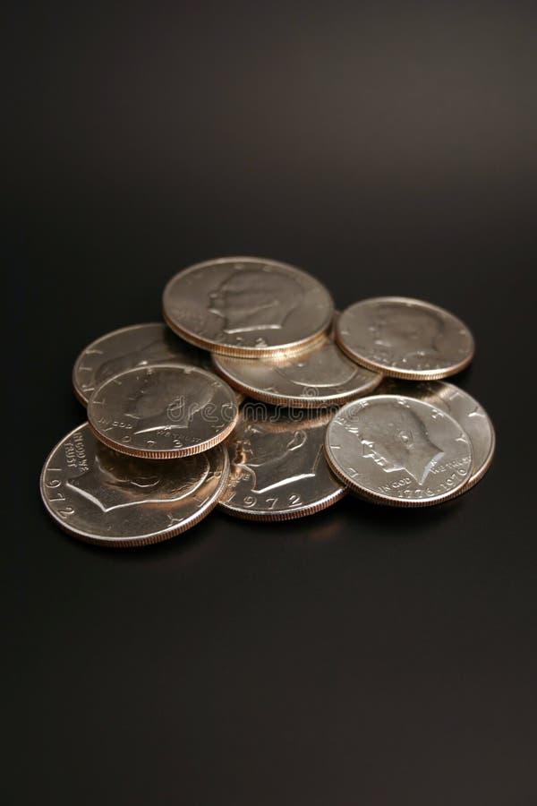 Dollars en argent et demi-dollars photographie stock