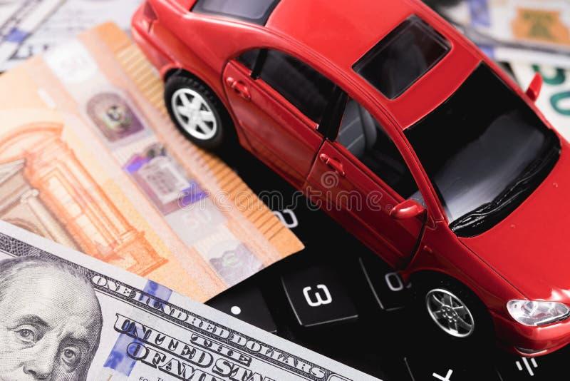 Dollars en euro bankbiljetten met auto royalty-vrije stock afbeeldingen