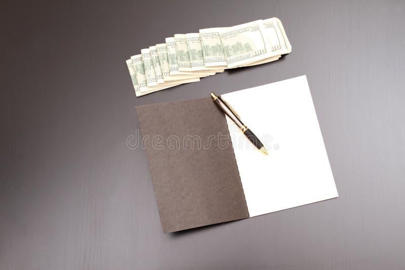 Dollars met een voorbeeldenboek stock afbeelding