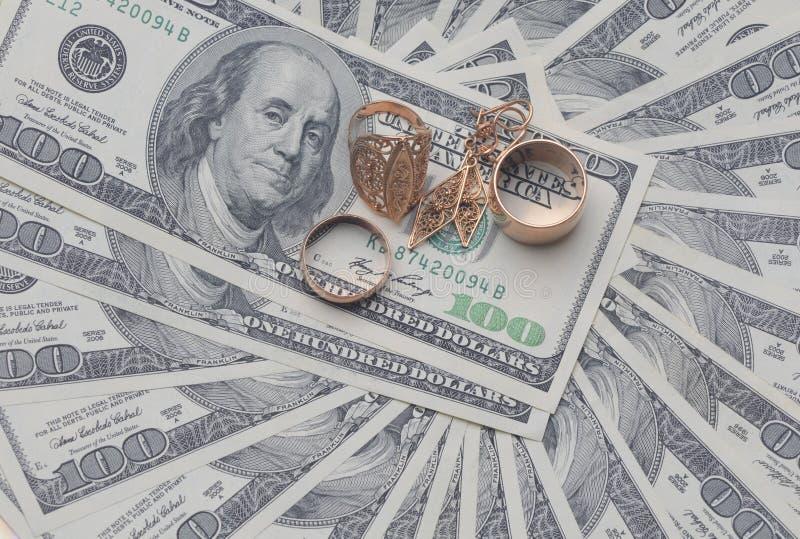 Dollars sur le fond blanc images stock