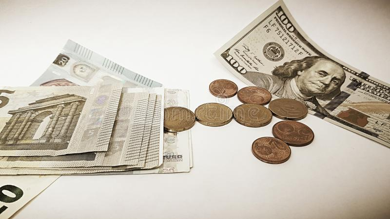 Dollars US du papier cent et bagatelle d'euro photos stock