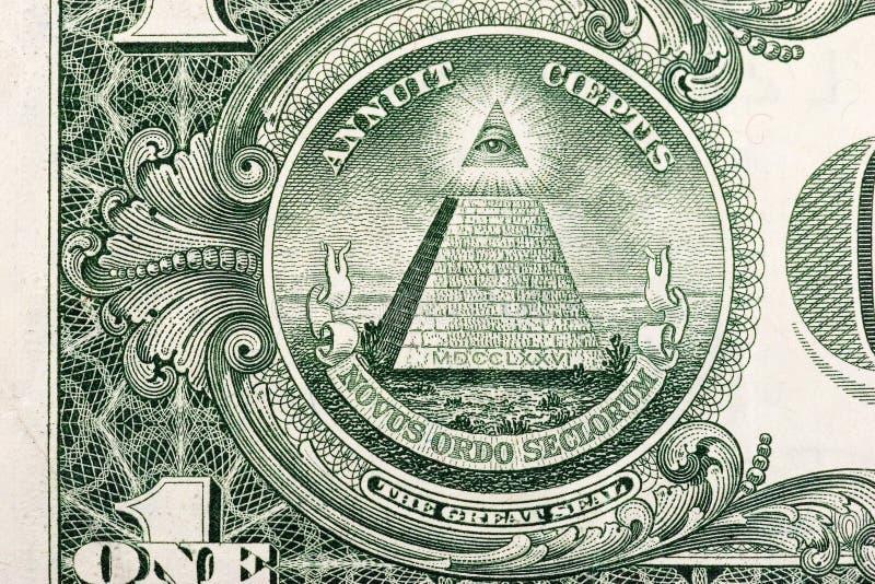 Dollarschein-Pyramide lizenzfreie stockfotos