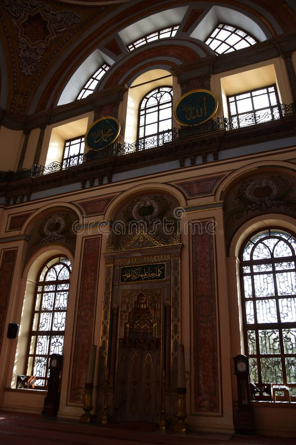 Dolmabahce Bezmialem Valide Sultan Mosque inre arkivbild
