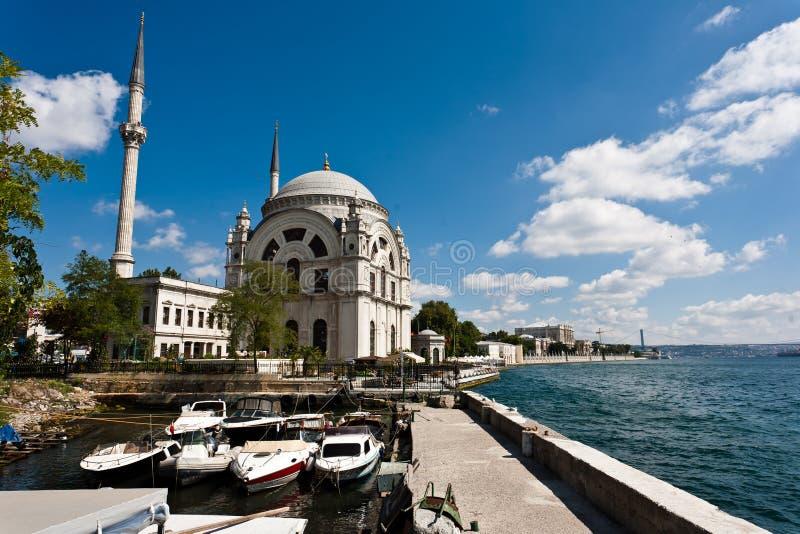 Dolmabahce Moschee in Istanbul, die Türkei lizenzfreie stockfotos