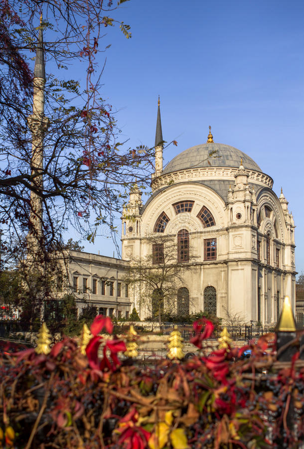Dolmabahce-Moschee in Istanbul, die Türkei stockfoto