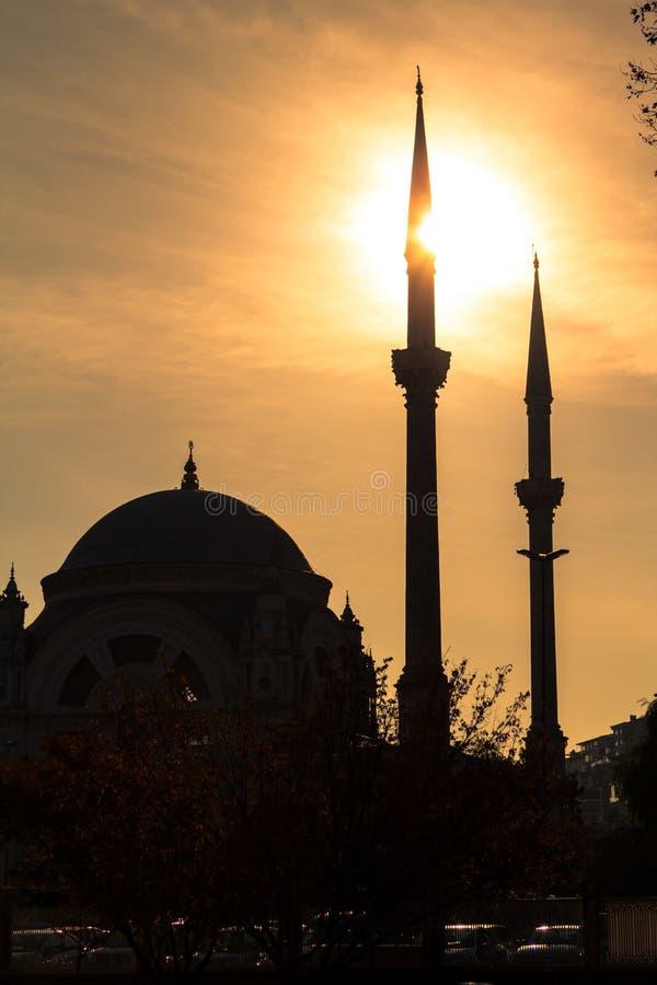 Dolmabahce-Moschee in Istanbul, die Türkei stockfotografie