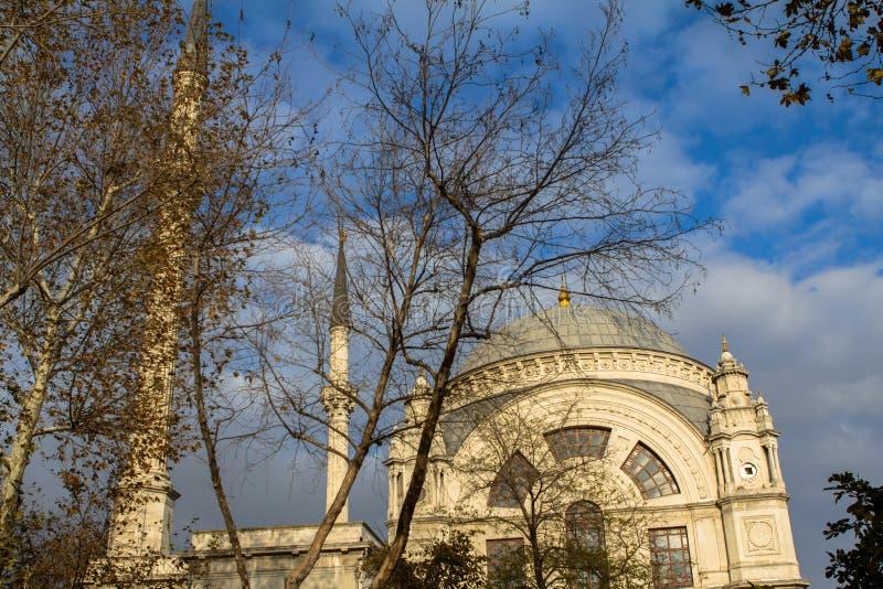 Dolmabahce-Moschee in Istanbul, die Türkei lizenzfreie stockbilder