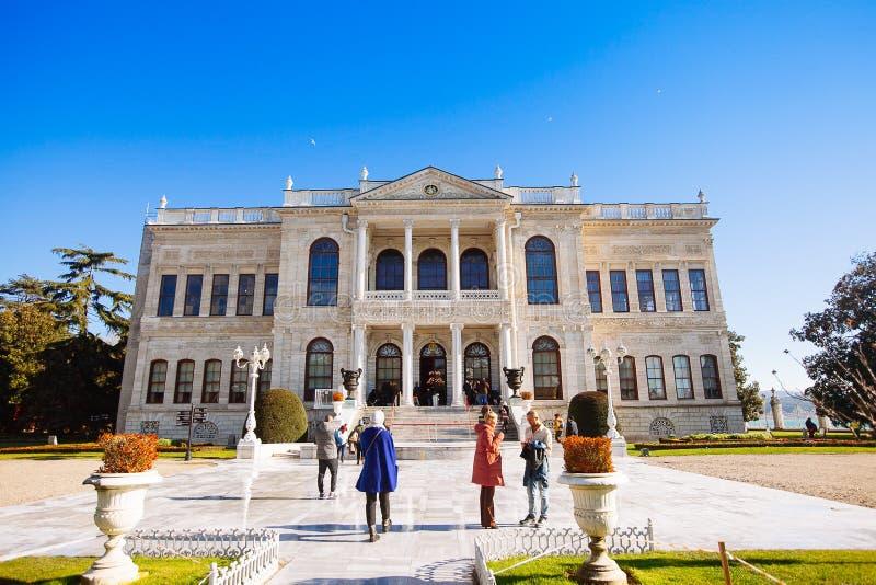Dolmabahcepaleis op de Europese kust van Bosphorus in Ista royalty-vrije stock afbeeldingen