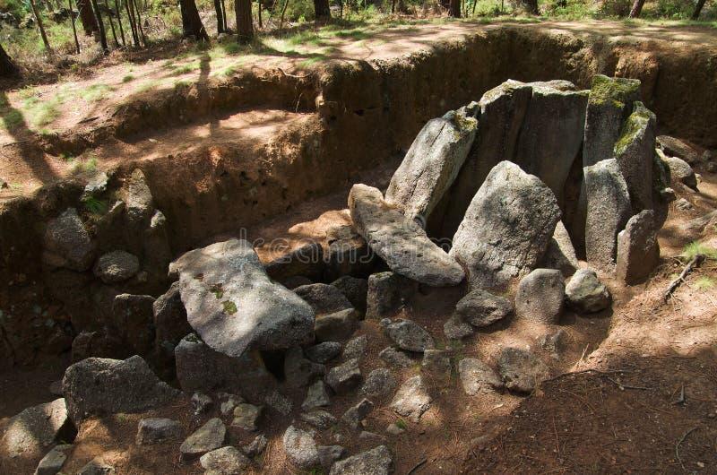 Dolmen gör Rapido lateralperspektiv Esposende Portugal arkivbild
