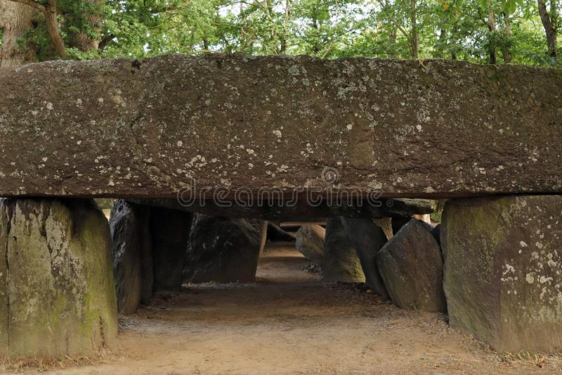 Dolmen La Roche-aux-Taxes - Roche des fées - l'un des dolmens néolithiques les plus célèbres et les plus importants de Bretagne images libres de droits