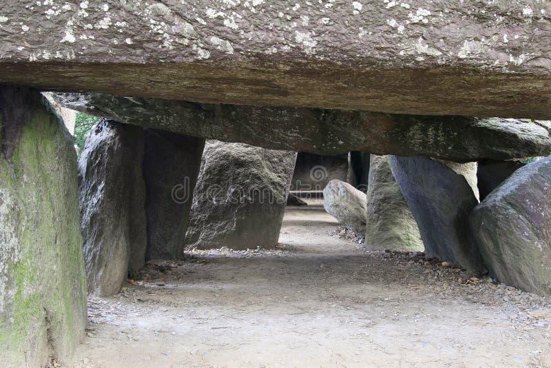 Dolmen La Roche-aux-Taxes - Roche des fées - l'un des dolmens néolithiques les plus célèbres et les plus importants de Bretagne image libre de droits