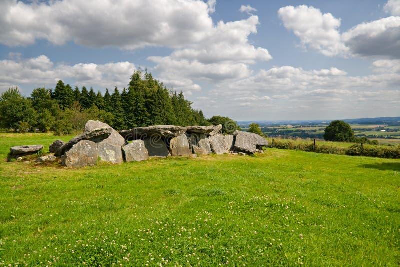 Dolmen. Túmulo megalítico em Brittany fotos de stock