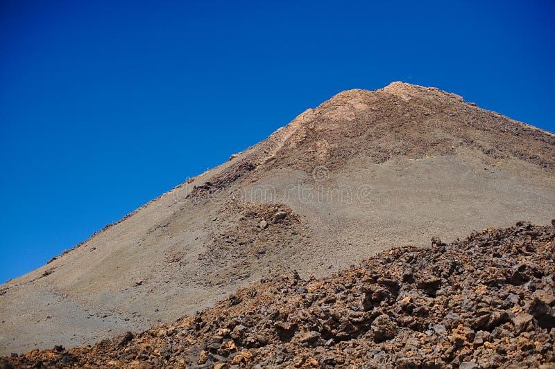 Dolny i boczny widok Teide wulkan, Hiszpania, kanarki, Tenerife w lato gorącym słonecznym dniu bez chmur fotografia stock