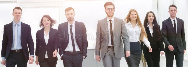 Dolny widok drużyna, naprzód przedsiębiorstw obrazy stock