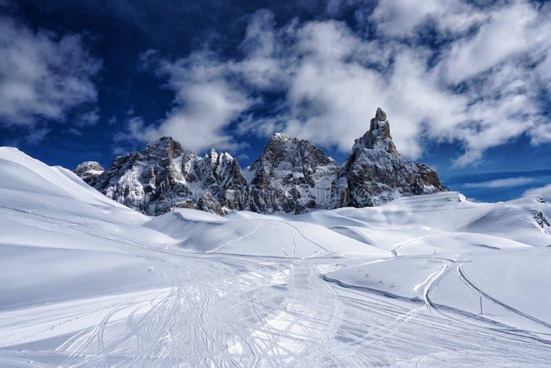 Dolomías Italia de la opinión del paisaje del invierno de la montaña de la nieve fotografía de archivo libre de regalías